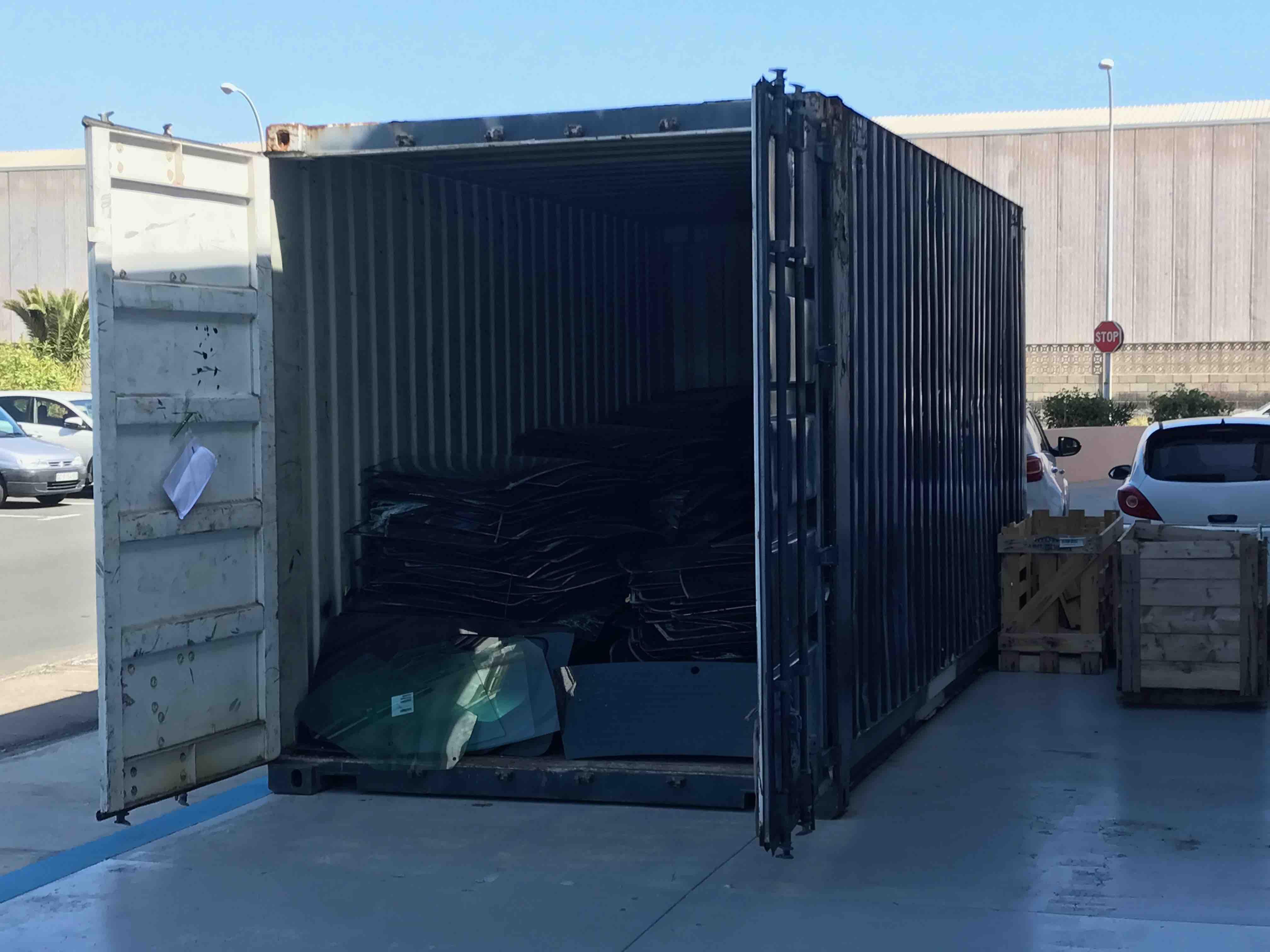 Almacenamiento de parabrisas en Gran Canaria para proceso de reciclaje